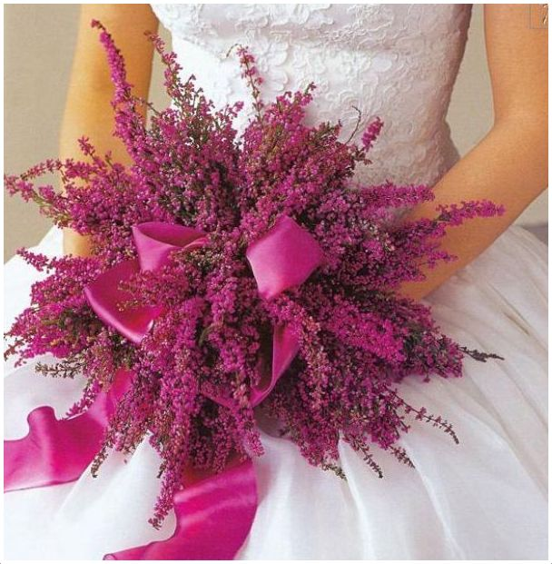 Bukiet ślubny z polnych kwiatów