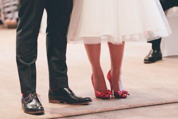 Czerwone buty do ślubu