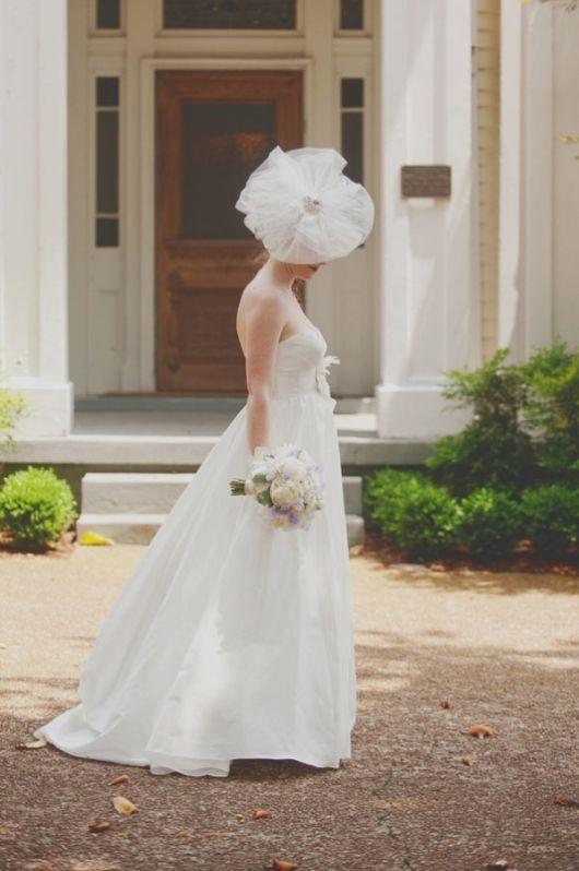 Kapelusz do ślubu z dużym rondem
