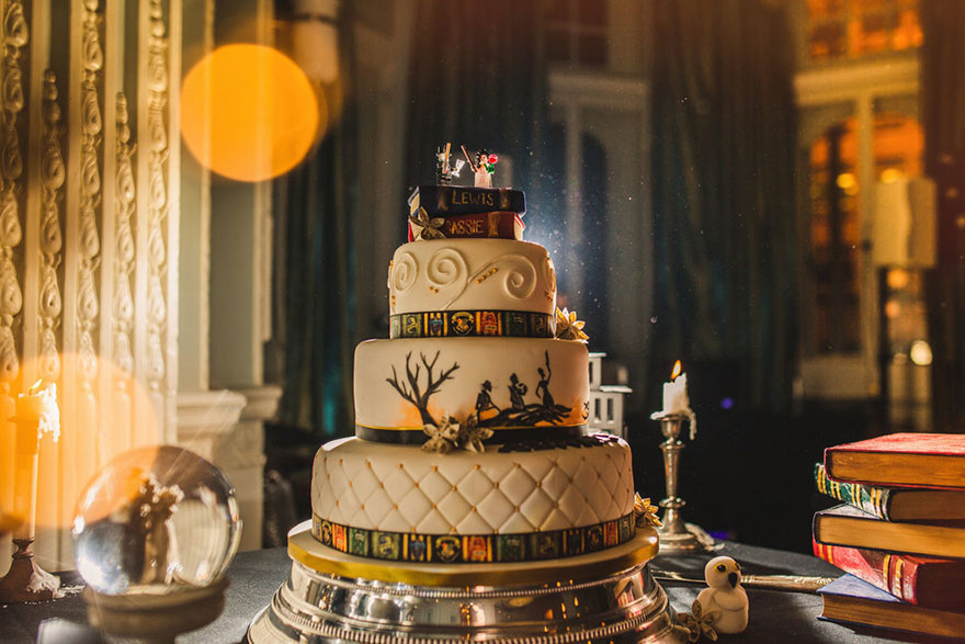 19harry-potter-themed-wedding-cassie-lewis-byrom-26